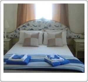 Greendoor Cottage11 main bedroom with en-suite bathroom