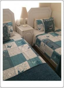 Greendoor Cottage13 second bedroom with en-suite bathroom