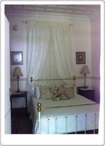 Greendoor Cottage3 main bedroom en suite bathroom