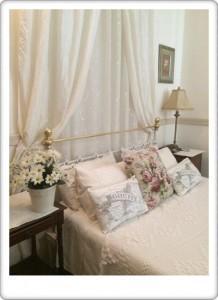 Greendoor Cottage5 queen size bed